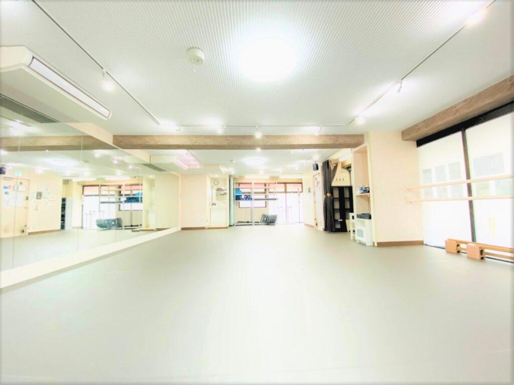 杉並区 高円寺 レンタルスタジオ はクッション性のある床なので リトミック 体操教室 チアダンス に最適